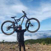 """@titolopezh nos comenta feliz """"Sin duda la mejor bici que he tenido en mi vida"""".-🙌 Simples palabras que nos alegran y motivan día a día, gracias a nuestro distribuidores y amigos @tubike.cl por mantenerla impecable!  . @whytechile @bikingchile #WhyteFamily"""