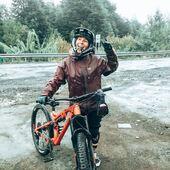 Llueve truene o relampaguee @olivia.sarabia sale a aprovechar su #Whyte siempre con una sonrisa! 👏🏻 . @whytechile @bikingchile #WhyteFamily